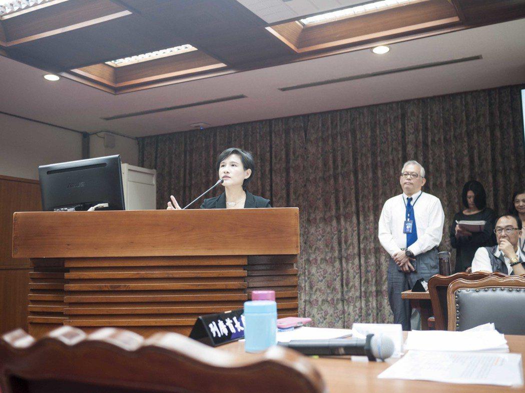 文化部長鄭麗君針對「如何強化中央監督地方守護文化資產」進行專案報告。記者林良齊/...