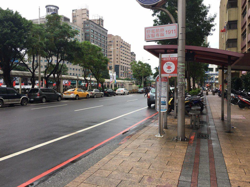 陳姓司機在站牌前向左切入外側車道,撞到後方酒駕的簡姓騎士,對方求償1500萬元,...