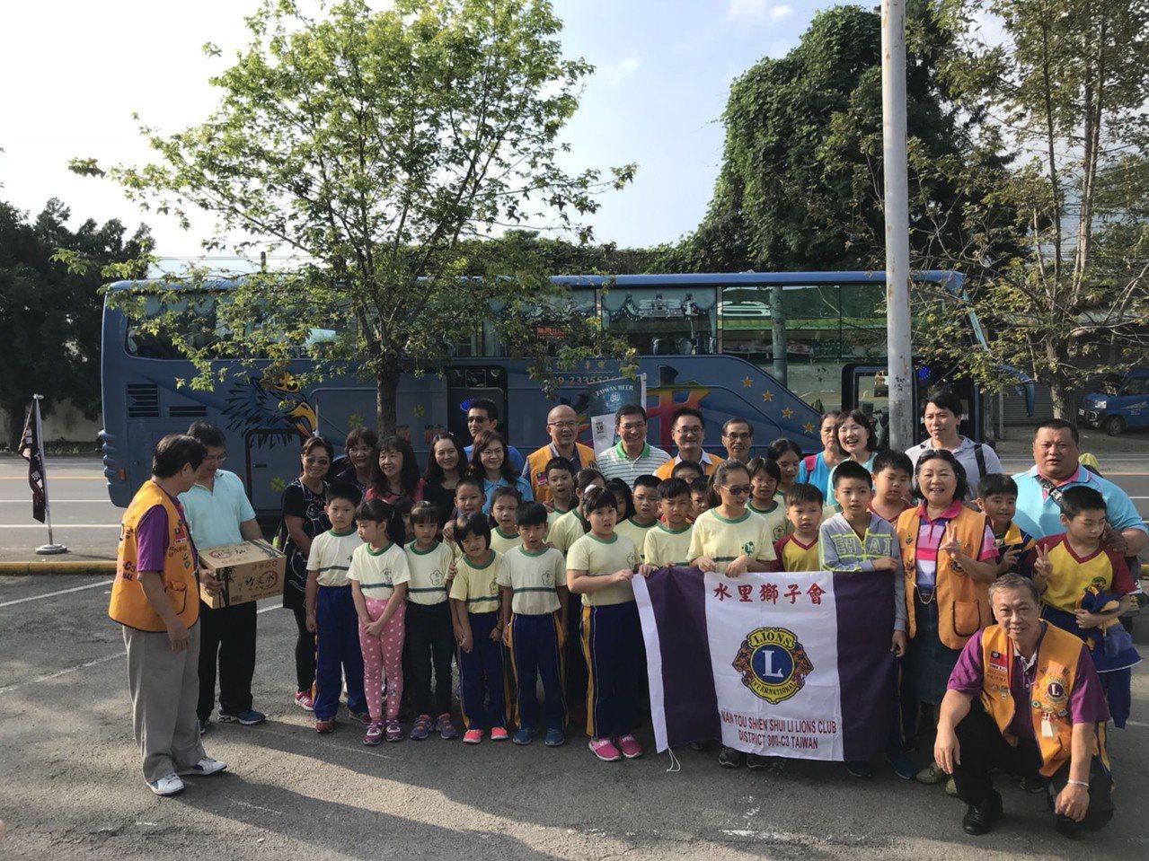 水里獅子會發起圓夢計畫,今天幫助42名郡坑國小學生到台南市參加二天一夜校外教學。...