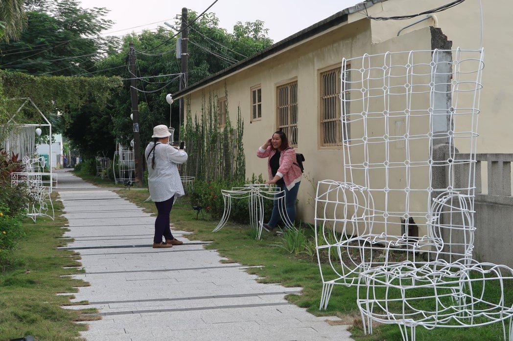 地景藝術作品總計10項,近來吸引不少民眾前往打卡。記者翁禎霞/攝影