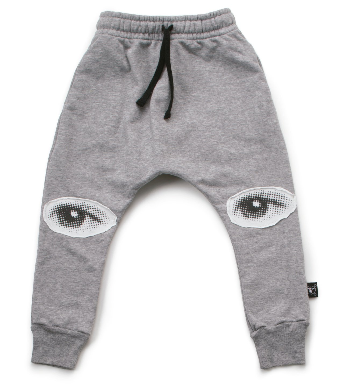 NUNUNU之眼拼貼灰色袋鼠褲,2,330元。圖/NUNUNU提供