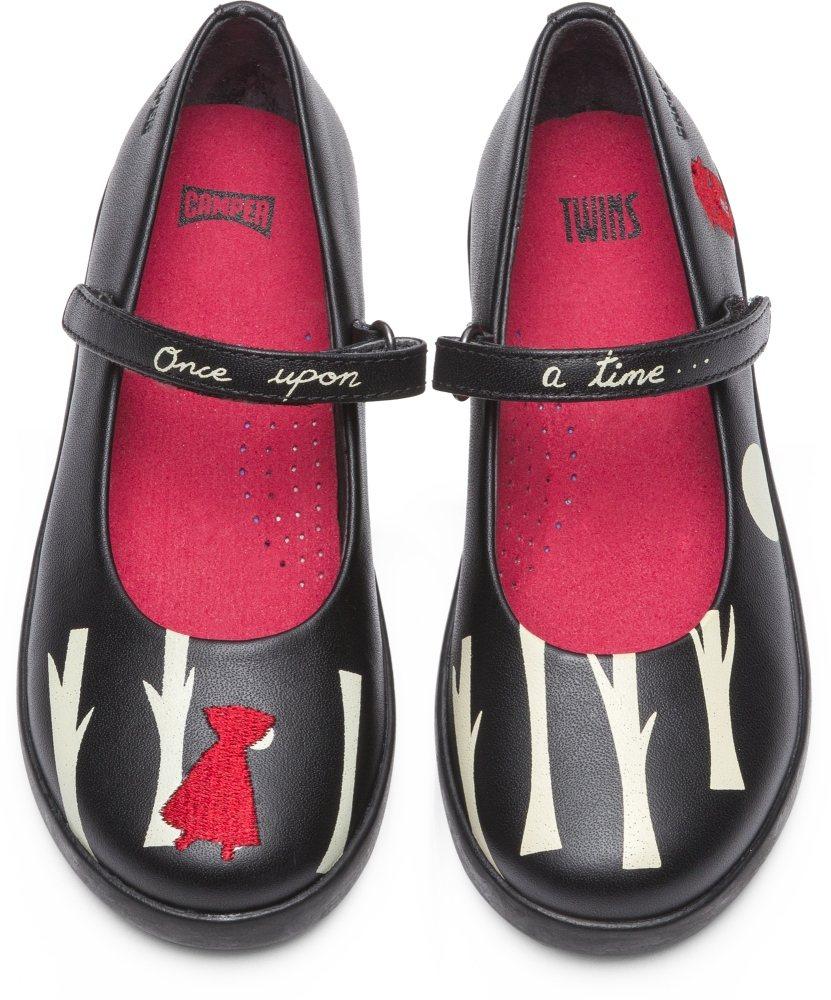 Camper Tains系列黑色森林平底鞋,4,680元。圖/Camper提供