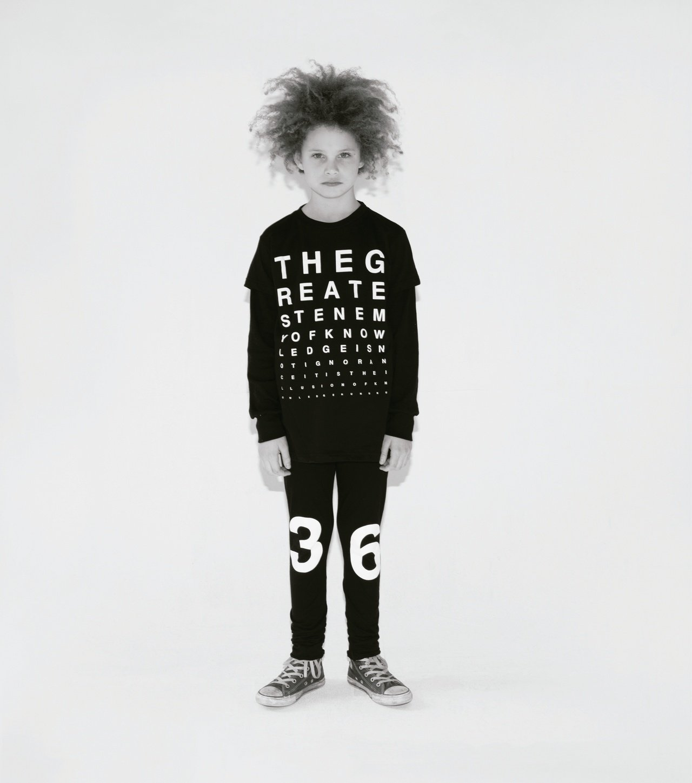 NUNUNU童裝本季以「視覺感官」為主題,如同視力檢測的字母和銳利的眼睛印花等元...