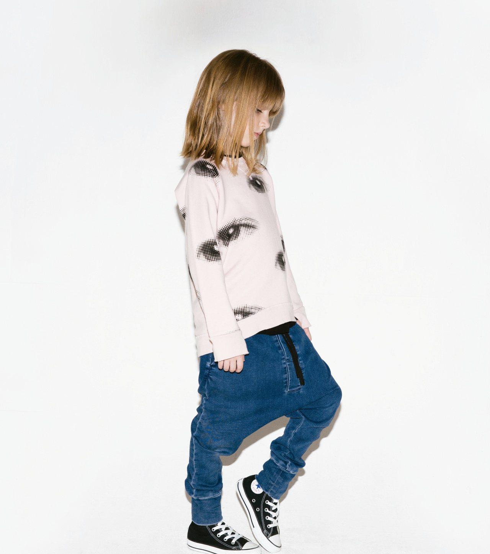 NUNUNU童裝不走甜美粉嫩路線,以黑、白、灰為主要設計色調,用淘氣、搞怪的潮流...