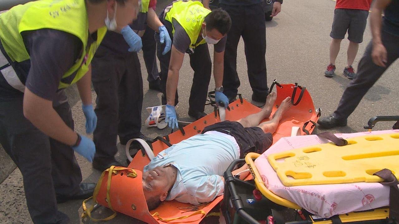 黃姓男子墜谷被救起後送醫,幸好沒有大礙。圖/南投縣消防局提供