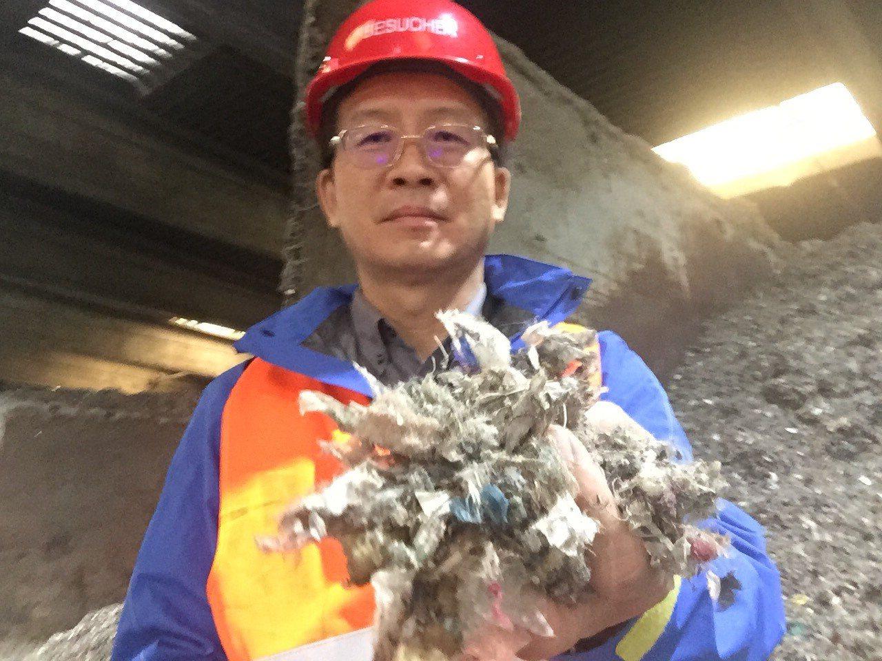台東縣環保局長前往德國考察,瞭解機械生物處理系統(MBT)是否能作為台東處理垃圾...