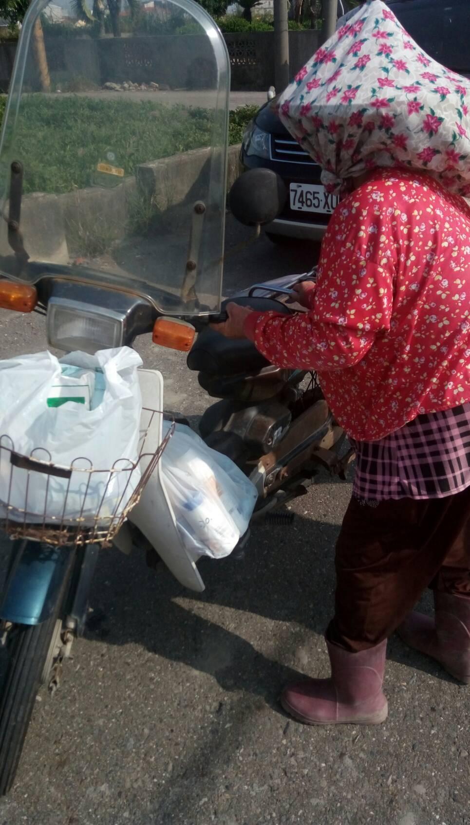 農民趕忙買農藥噴麗,但情況也不樂觀。圖/雲林動植物防疫所提供