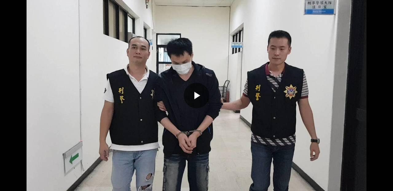 警方將黃姓小弟等人依法移送偵辦。記者曾健祐/翻攝