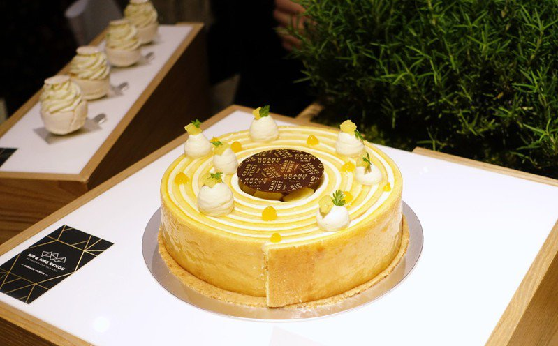 MOF客座甜點「鳳梨邂逅柚子」7吋。記者沈佩臻/攝影