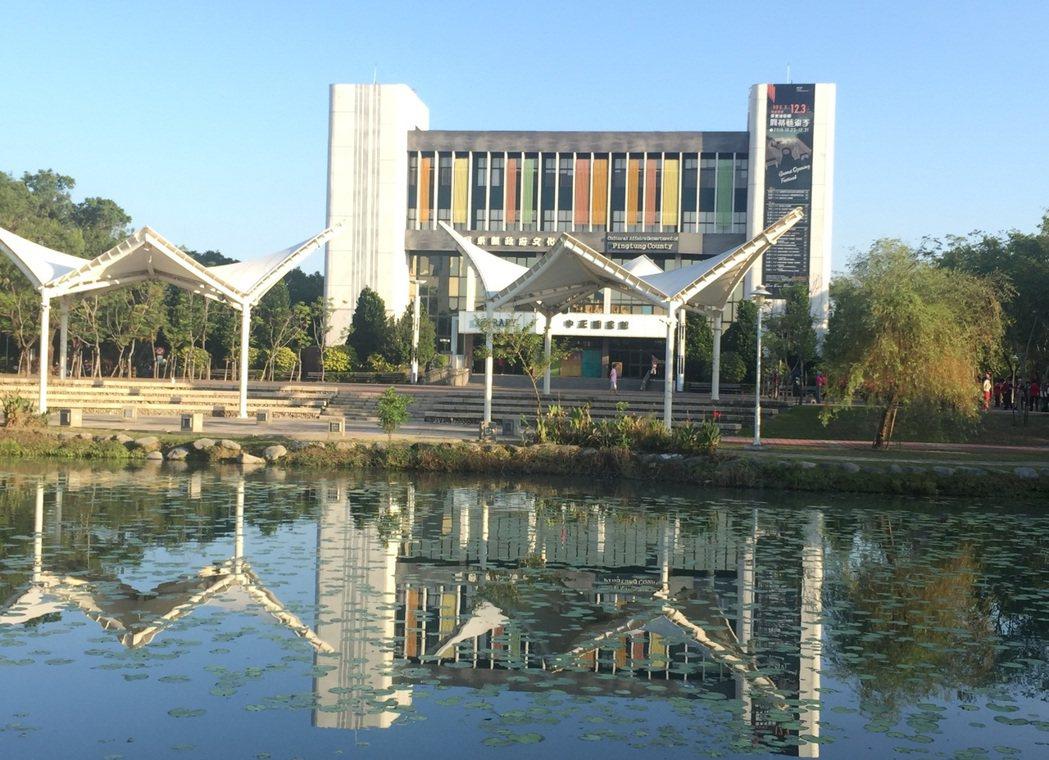 屏東縣立中正圖書館已有卅年以上歷史,縣府計畫整建成總圖書館,整個門面將大翻轉。本...