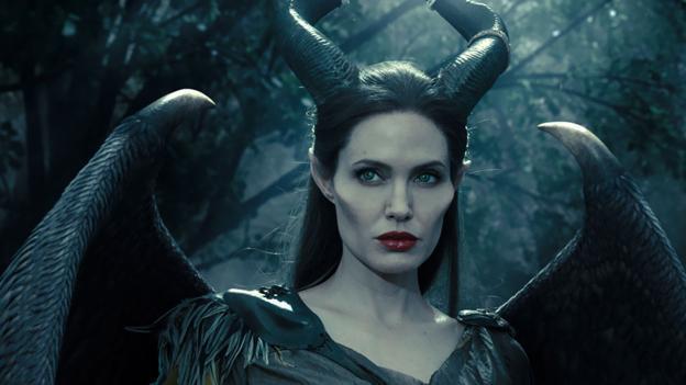「黑魔女:沉睡魔咒」是安琪莉娜裘莉代表作之一。圖/摘自imdb