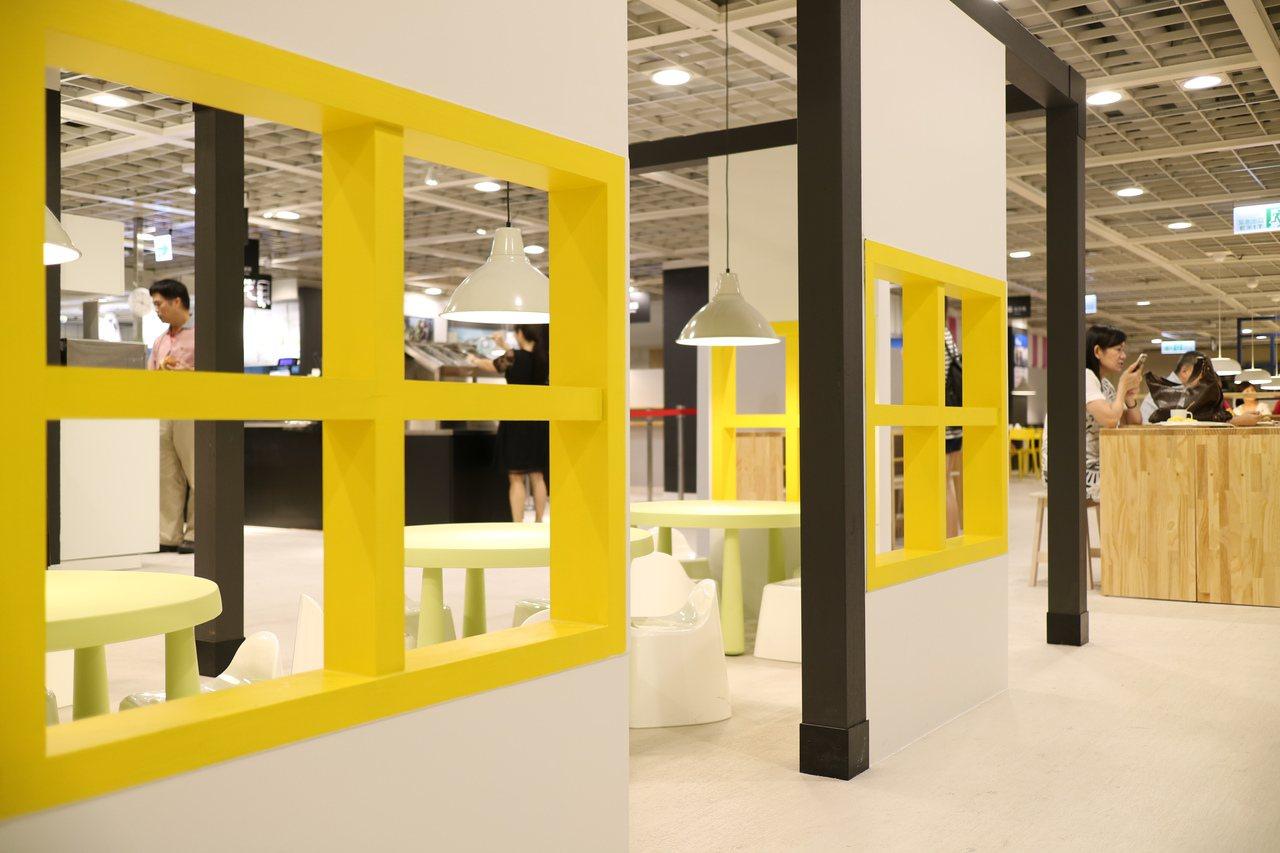 專屬的親子用餐區,以IKEA兒童家具來布置。圖/IKEA提供