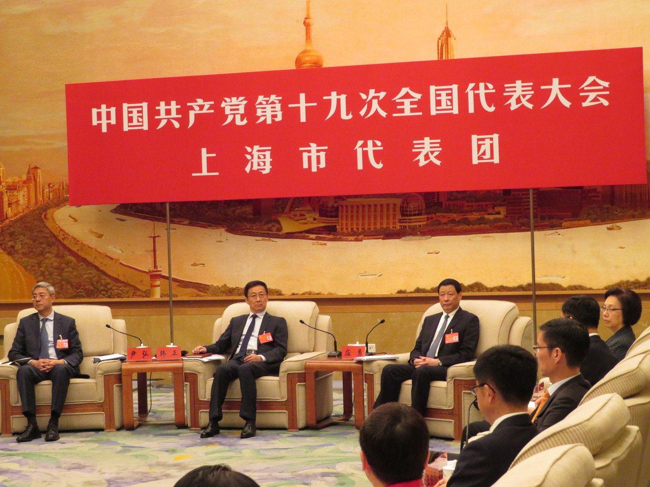 19大上海市代表團周四下午在人民大會堂上海廳舉行全團會議並向媒體開放。特派記者林...
