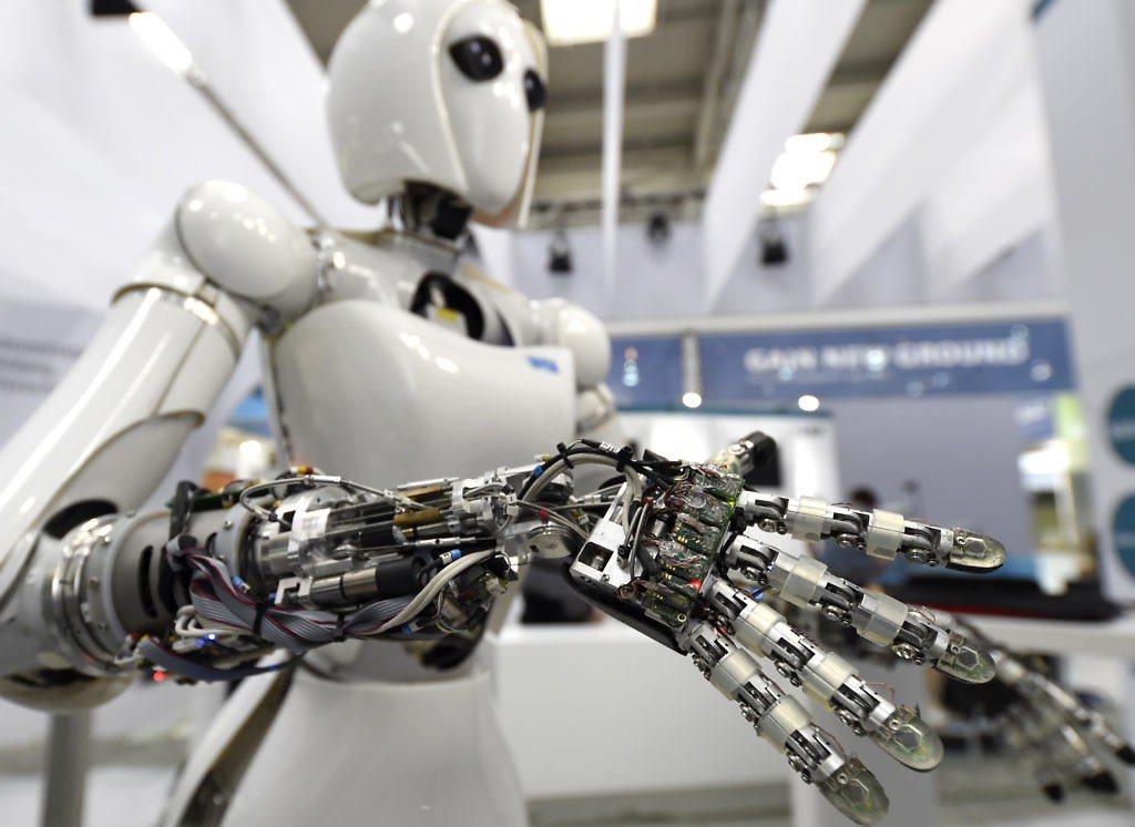 人工智慧技術正滲透進各個行業,用於製造生產的機器人等產品逐漸興起。 (路透)