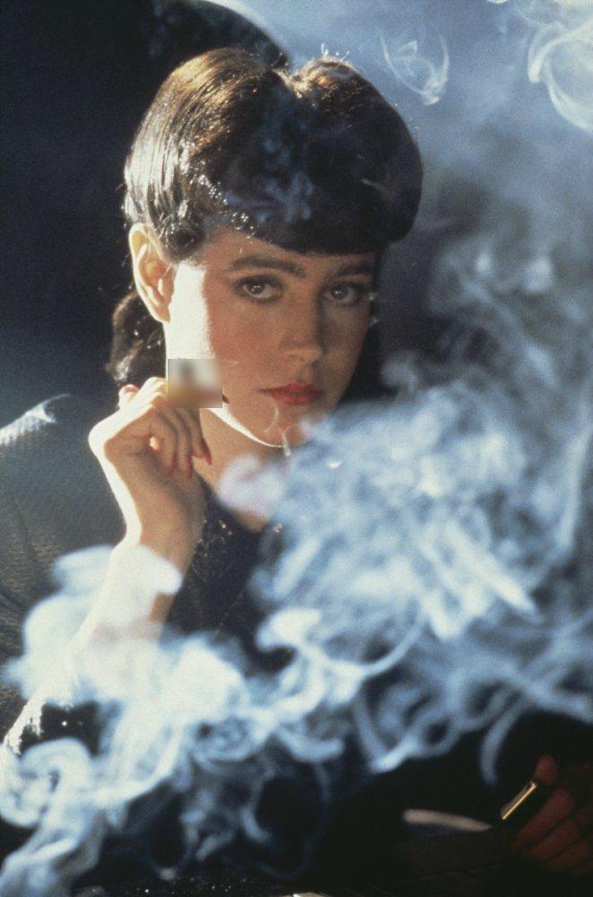 西恩楊在「銀翼殺手」扮演複製人,靈氣逼人。圖/摘自imdb ※ 提醒您:抽菸...