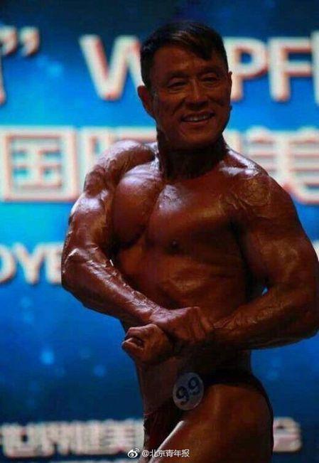 朱秦路文在健美比賽中。(取材自北京青年報)