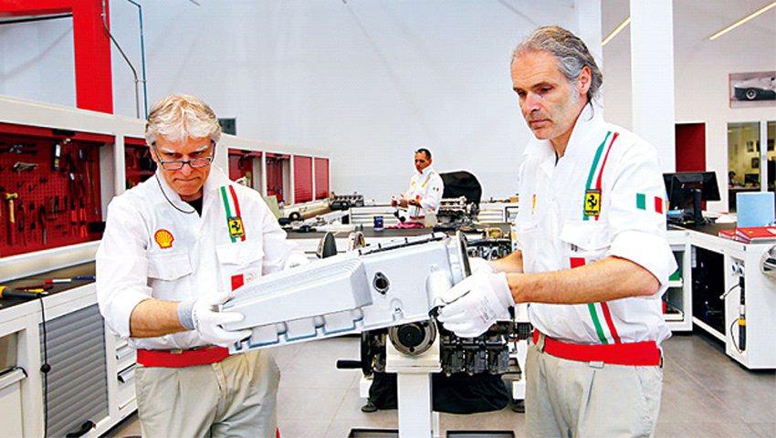 法拉利車廠回聘退休資深技師,留住其維修跑車的豐富經驗,值得借鏡。(攝影者.楊文財...