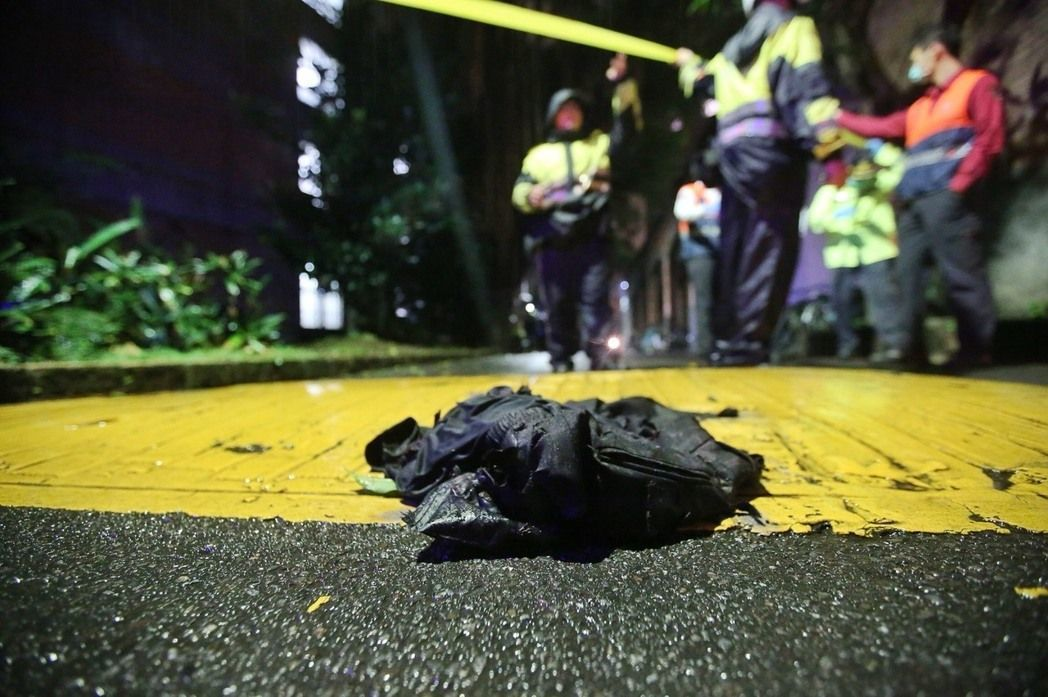台大發生校園命案,造成1死3傷,傷者遺留在現場的衣物。 聯合報系記者楊萬雲/攝影