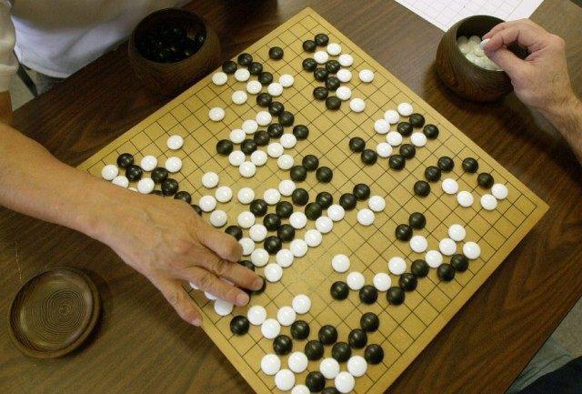 圍棋是人類發明最複雜的雙人棋盤遊戲,但AlphaGo Zero僅靠著3天自學就發...