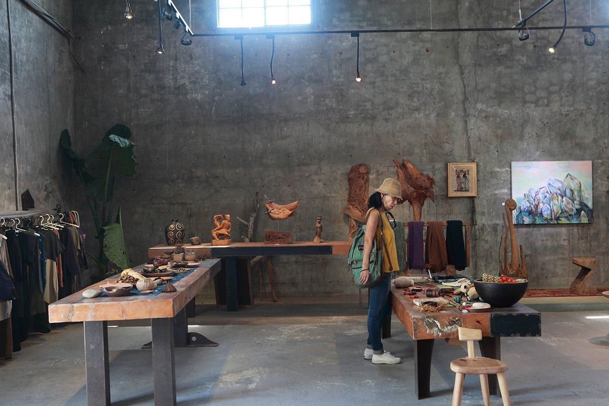 好的擺小舖位於都蘭糖廠內,商品集合附近的素人創作,品項很豐富也很有創意。