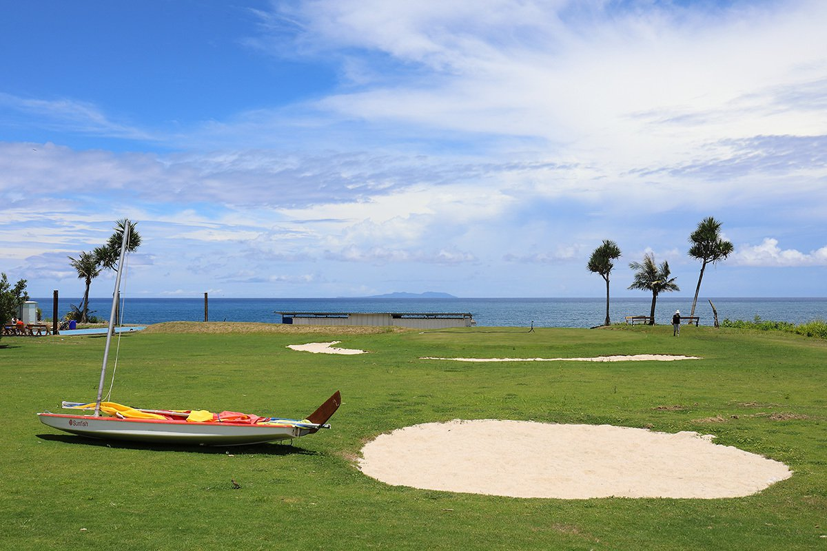 都蘭海角咖啡充滿南島海洋風情,宛如異國海景高爾夫球場,真是美極了。