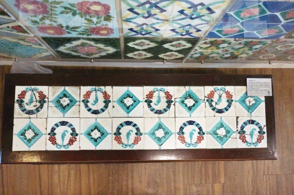 徐嘉彬的花磚蒐藏廣泛,花磚家具也是其一。(攝影/林郁姍)