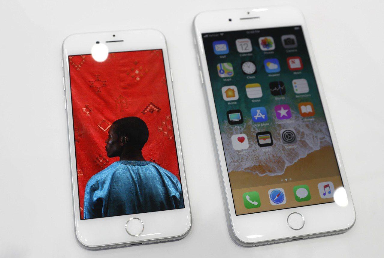 iPhone 8和iPhone 8 Plus的需求疲軟,拖累蘋果公司股價下跌。(...