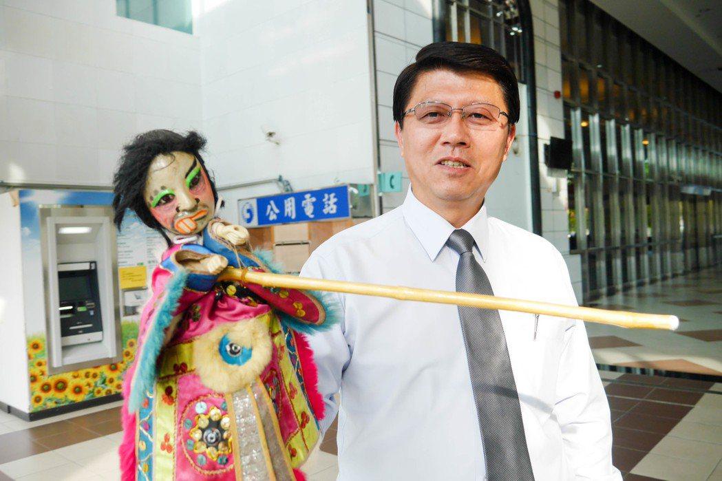 台南市議員謝龍介給剛上任滿一個月的行政院長賴清德打75分。記者鄭維真/攝影