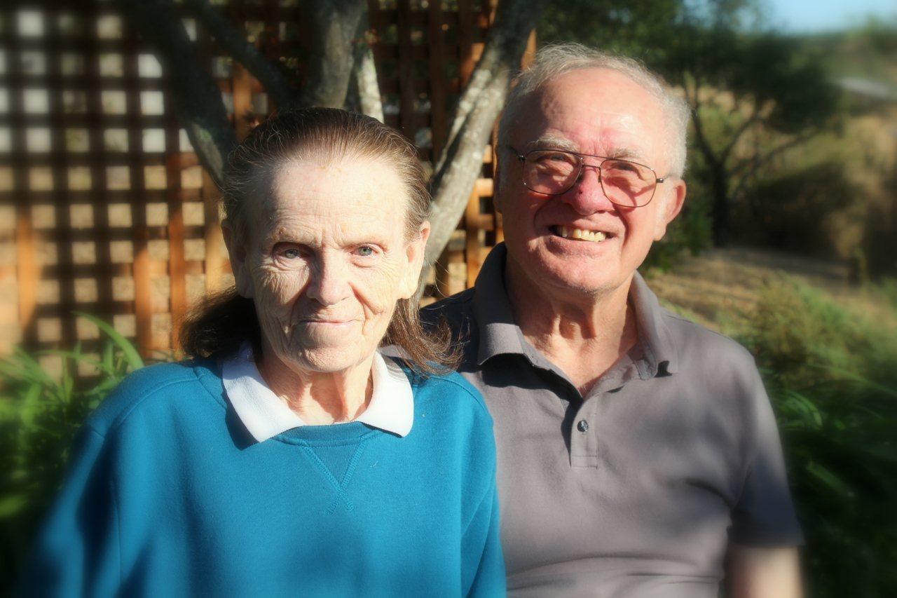 美國加州大火中,80歲的老先生浩伯和妻子多娜未能即時逃出門而一起喪命。美聯社
