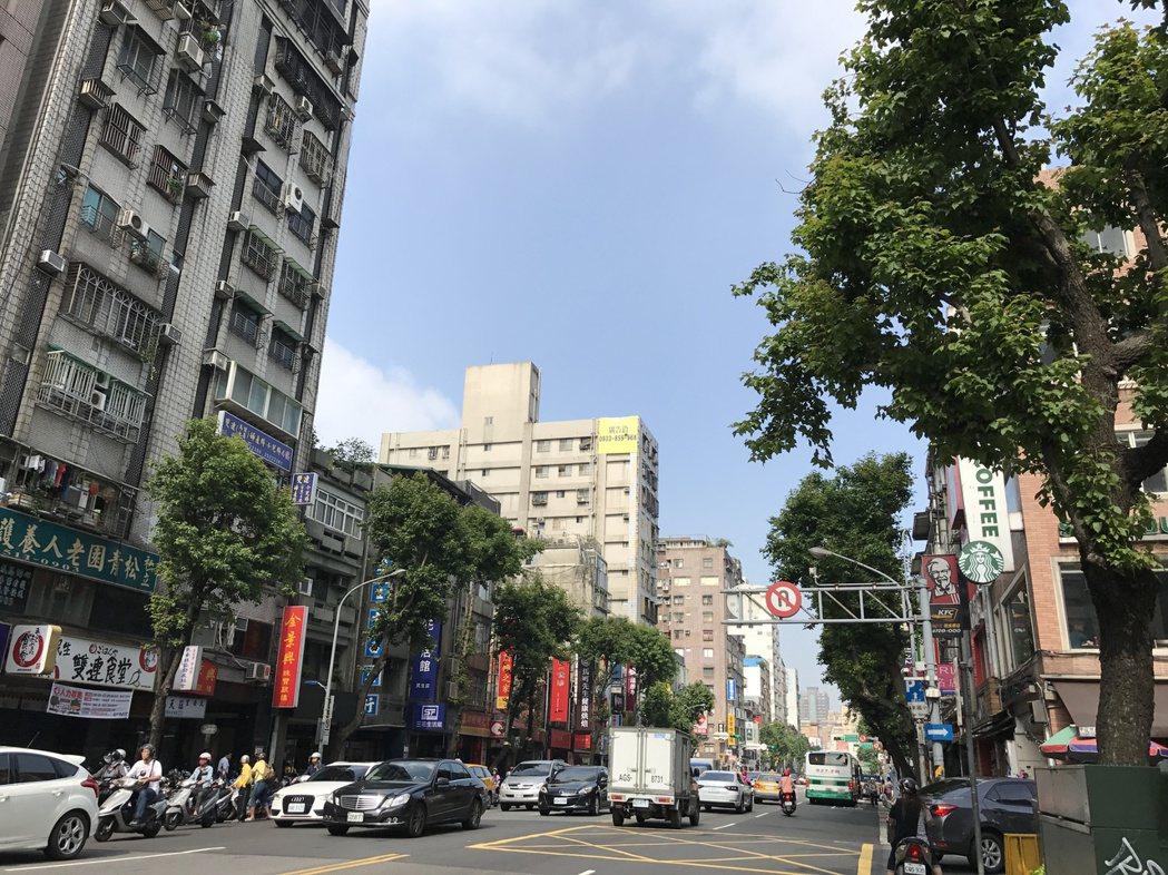 馬階醫院周邊雙連商圈店面交易熱絡。 記者游智文/攝影