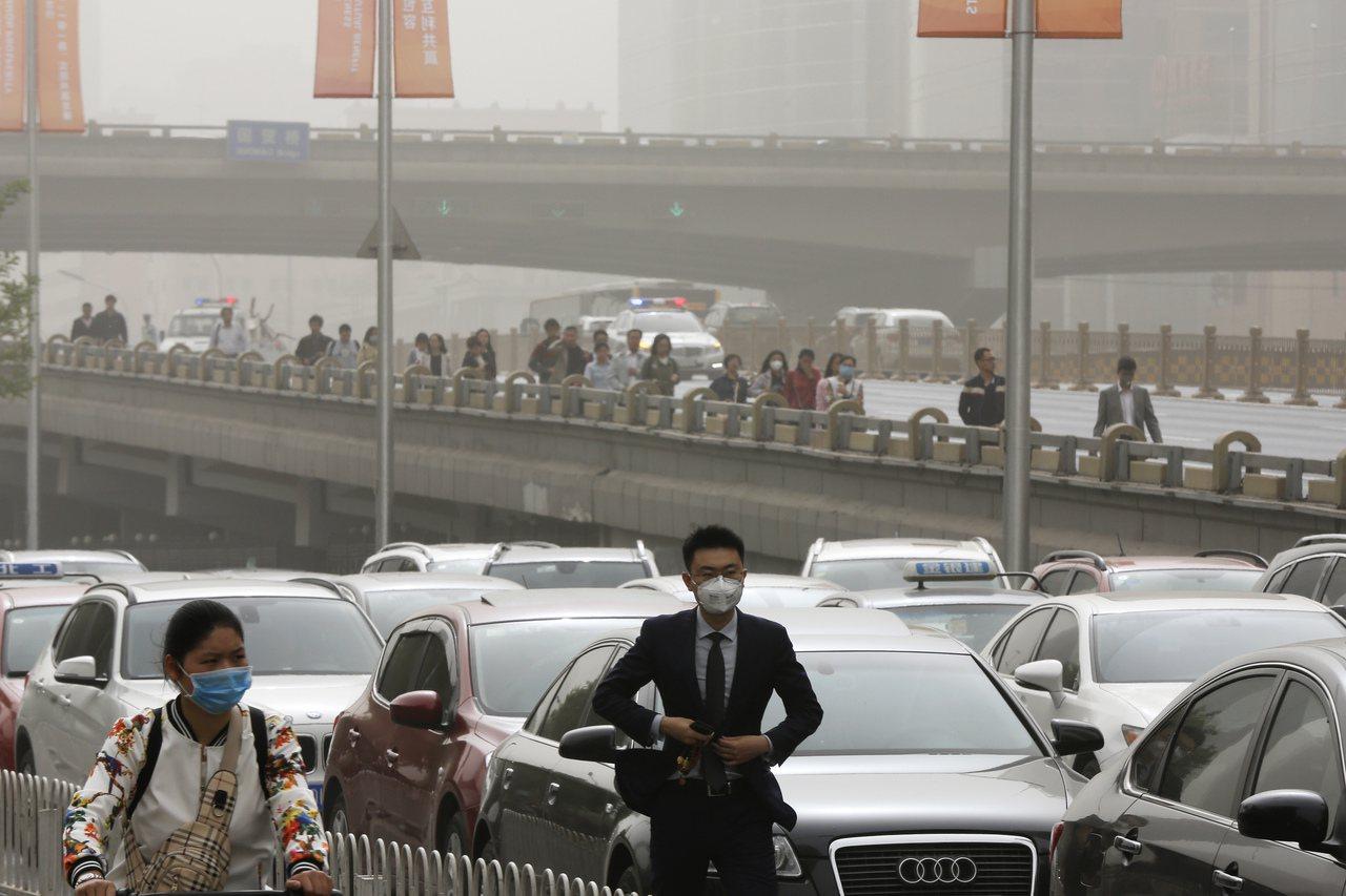 英國醫學期刊The Lancet報告指出,中國每年有近20%的死亡人口是因為汙染...