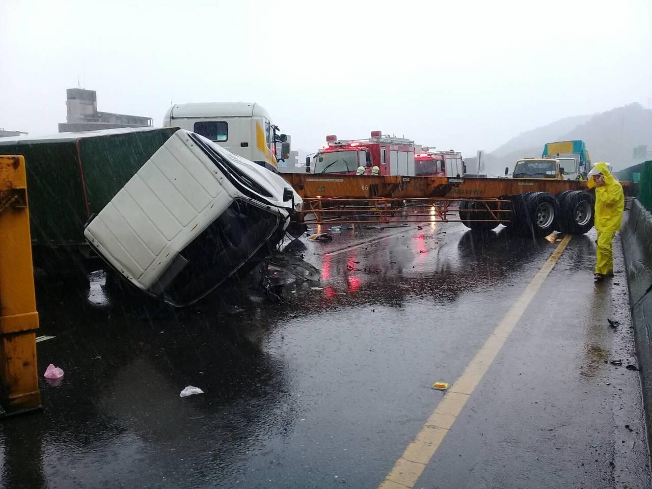 台62線東向今天中午發生車禍。圖/基隆市消防局提供