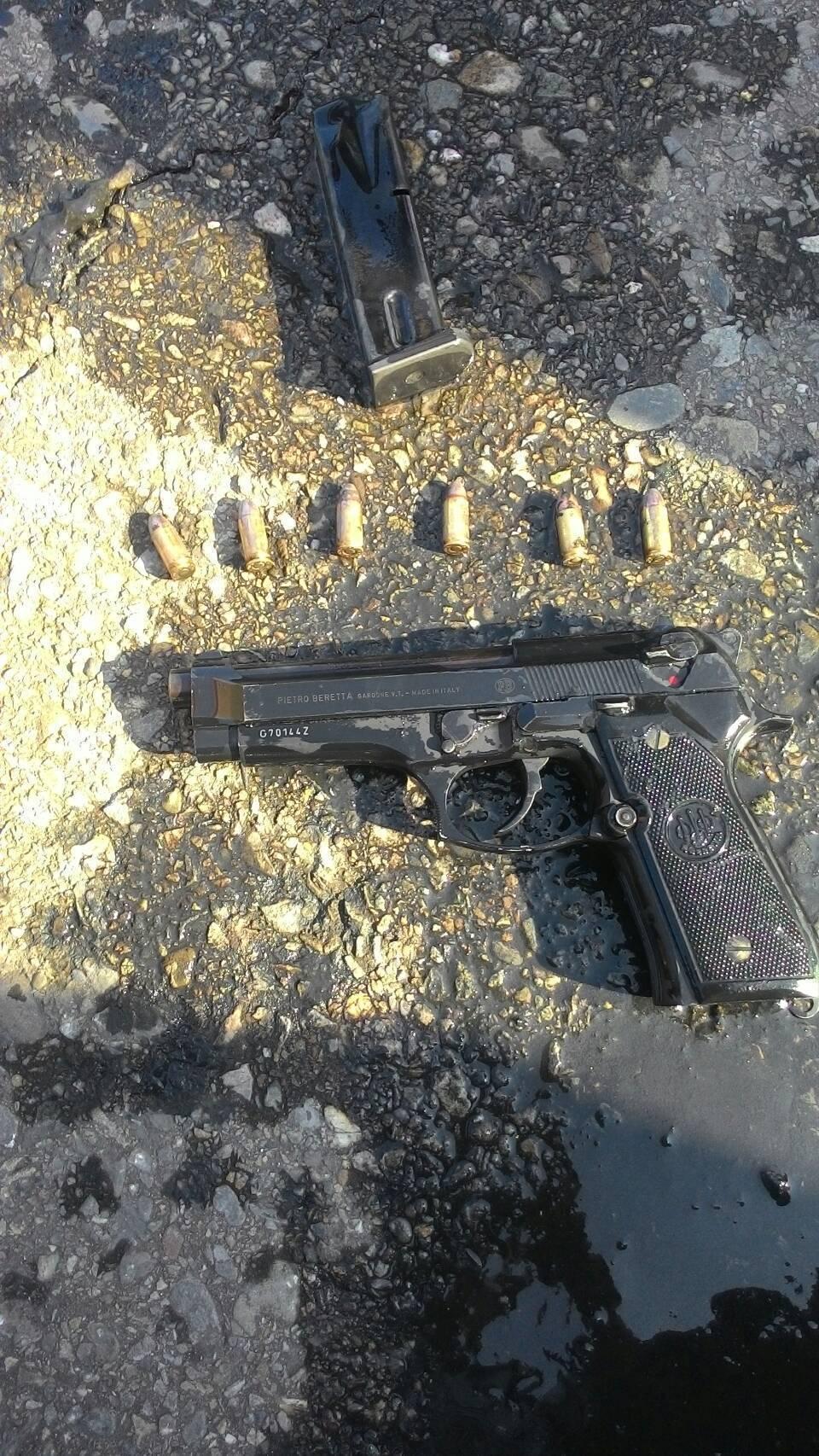 警方費了九牛二虎之力抽乾了溪流大排,終能起出作案用手槍。圖/虎尾分局提供