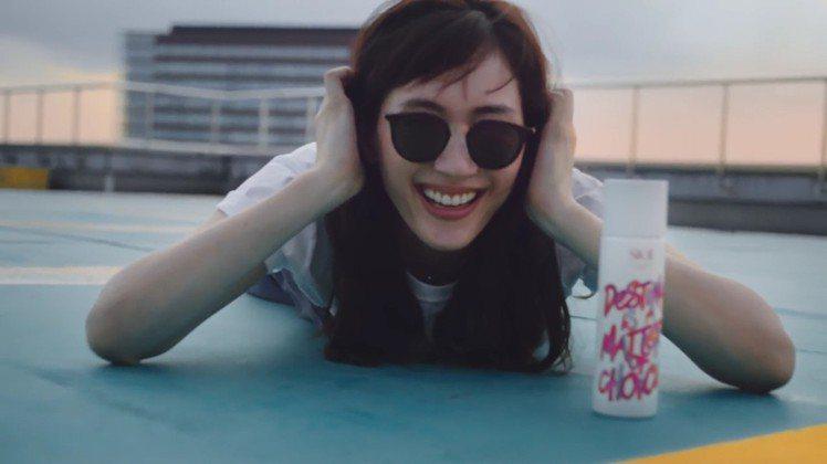 綾瀨遙拍攝SK-II玩酷大作展現青春無敵的魅力。圖/SK-II提供
