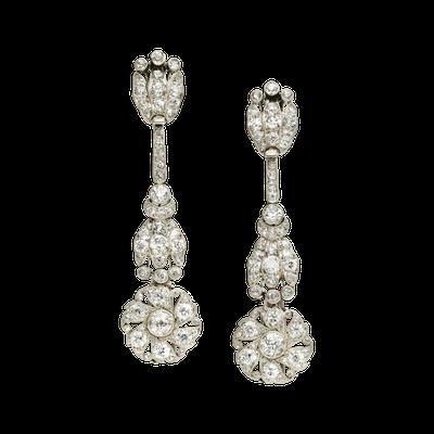 卡地亞骨董珍藏系列玫瑰花墜飾耳環,鉑金鑲嵌鑽石。卡地亞倫敦1910 年美好年代作...