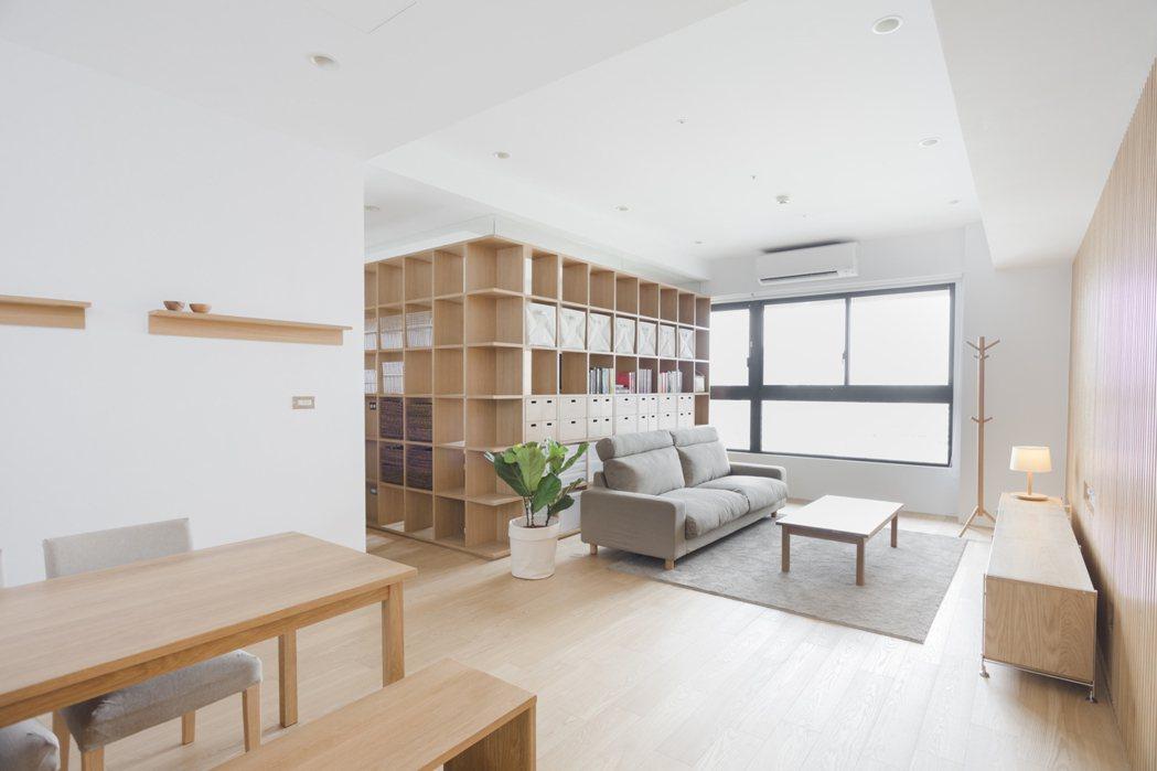 收納、質感兼具的方格牆以特殊設計讓轉角處也能方便收納。圖/無印良品提供