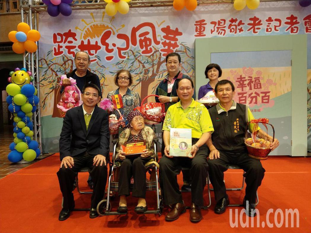 百歲人瑞廖鵝受過高等教育(前左2),熟識高官富賈,本身就是一部活歷史,重陽節前接...