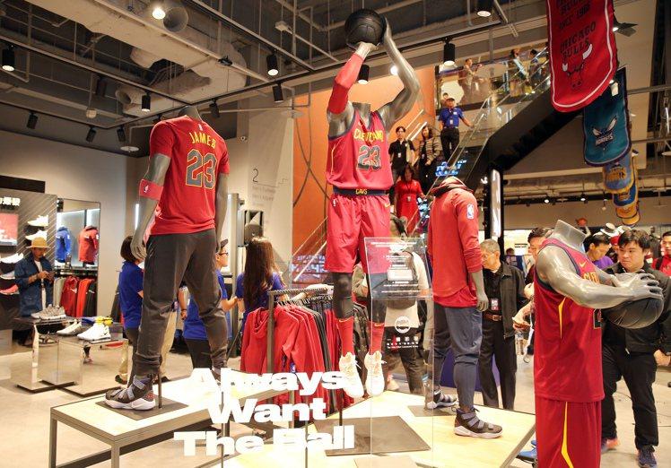 台灣首家NBA Store台北旗艦店進駐台北信義商圈微風松高。圖/記者徐兆玄攝影