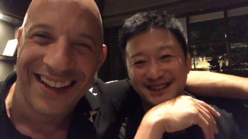 馮迪索(左)與吳京(右)在臉書上一起開直播,表明即將合作。圖/摘自臉書