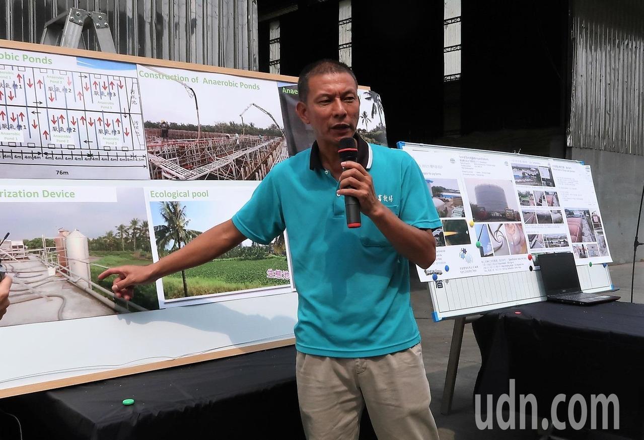 中央畜牧場負責人之一蘇鵬說明目前沼氣發電已可供全場7成電力。記者翁禎霞/攝影
