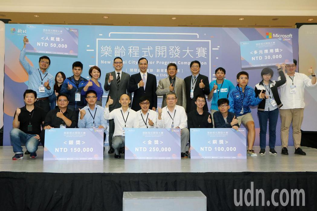 新任台灣微軟總經理孫基康上任後第一個行程,來到與新北市府合辦的「樂齡程式開發大賽...