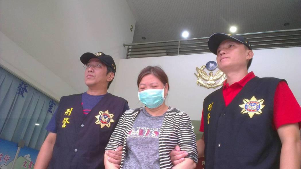 警方將吳姓婦人移送法辦。記者游明煌/翻攝