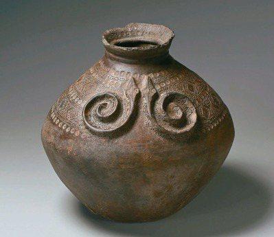 古陶壺,排灣族,高36.5公分 x 口徑14.3公分。 圖/陳正雄提供
