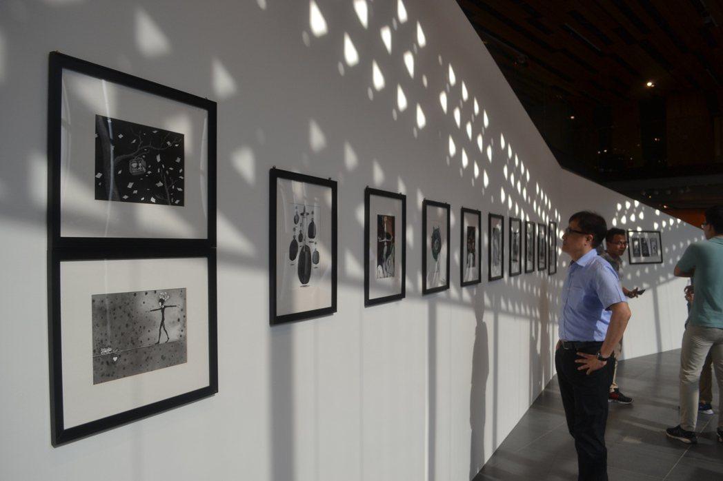 畫家幾米、藝術家拉黑子與樹人國小小朋友昨起在府都建築文化館,舉辦「許願.一個夢想...