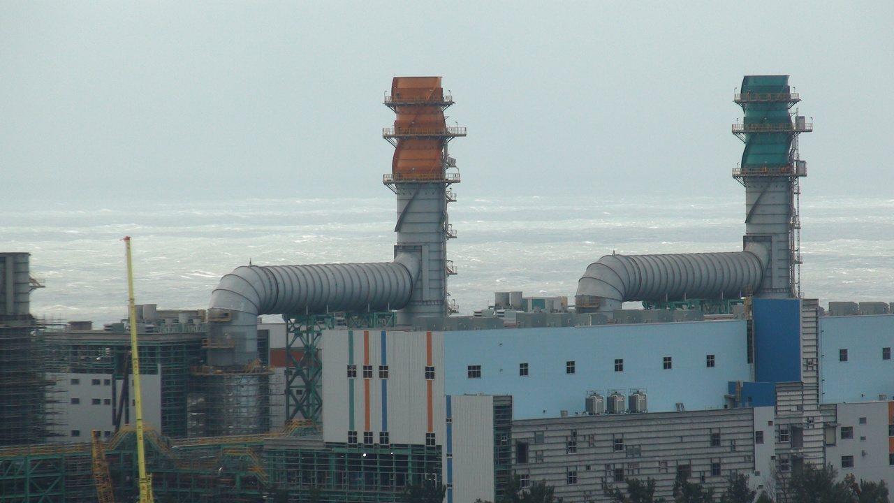 通霄火力發電廠新建機組取代一、二、三號舊機組,煙囪僅有80公尺高,造型也不同。 ...