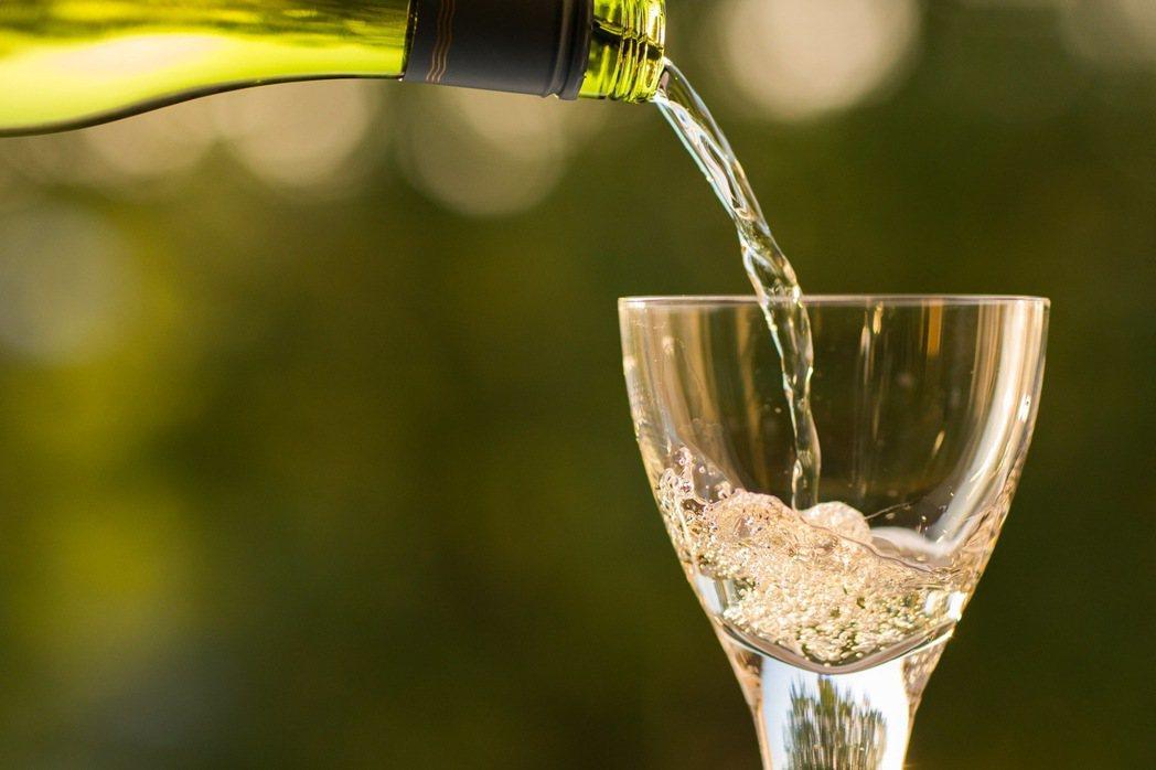 示意圖,非本文所提高粱。網路謠傳一則喝冰凍高粱酒益處多的謠言,表示高粱冰凍過會變...