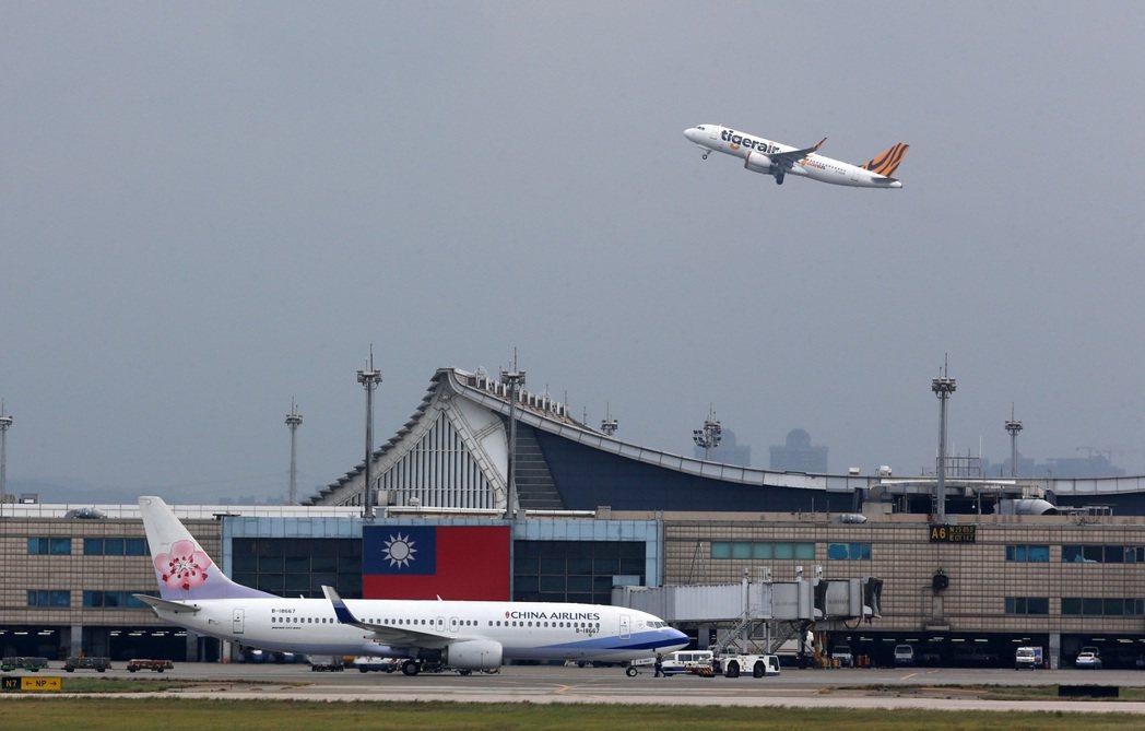 「航空情報資訊機構」最新發佈的起降準點指標分數顯示,桃園機場排名吊車尾的「二星」...