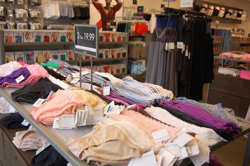(示意圖)圖為outlet特賣會的內衣褲產品。 圖/報系資料照片
