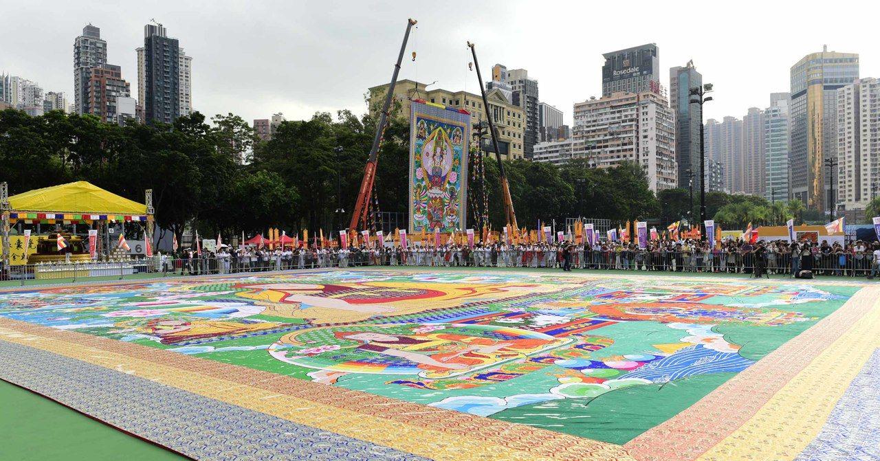 「2017第六屆香港曬佛節」20日在香港維多利亞公園舉行。圖為首次展出全球最高、...
