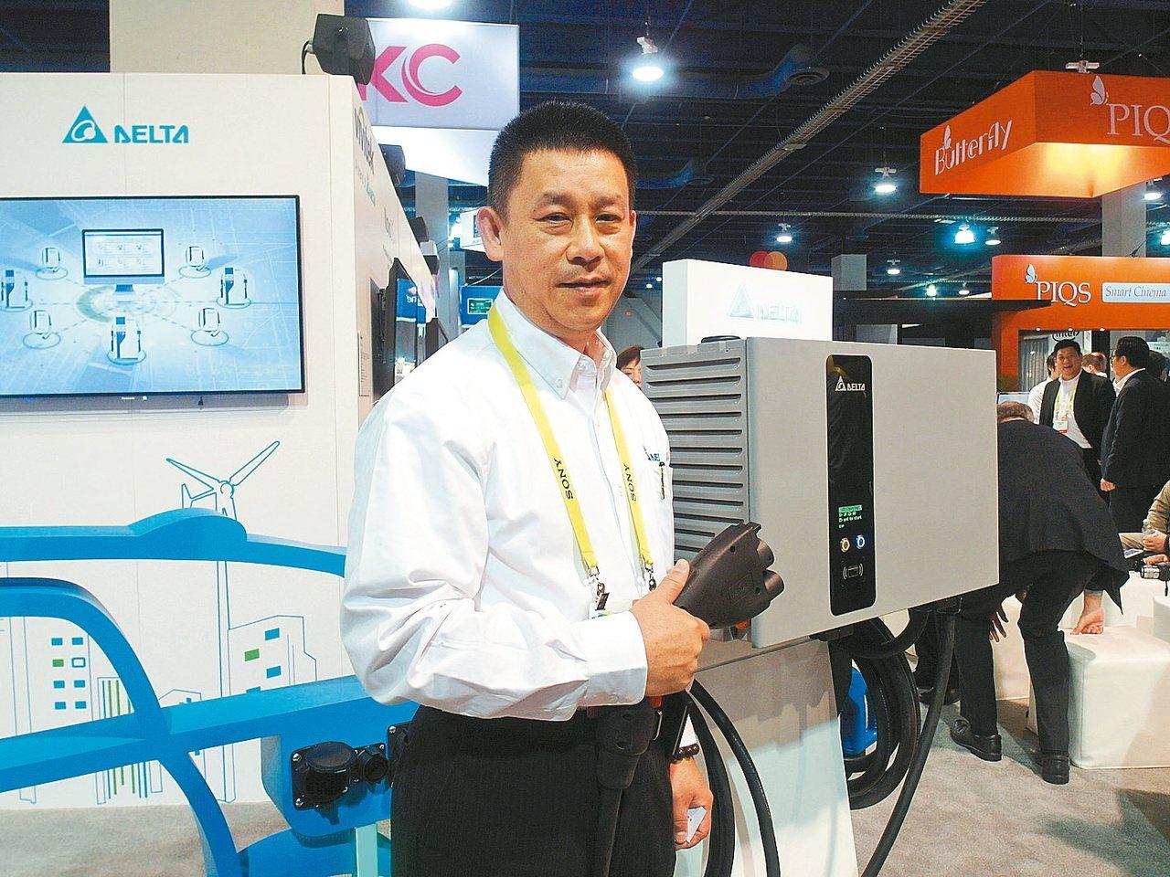 台達電執行長鄭平表示,台達電自動化生產後使作業線上的直接人工減少,但間接員工需求...